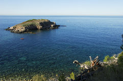 La vista de la isla del rousse de Ile y mediterraneen el mar Fotografía de archivo libre de regalías
