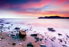 La vista de la puesta del sol en la playa Foto de archivo libre de regalías
