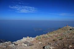 La vista de las montañas y del mar 3 Fotos de archivo