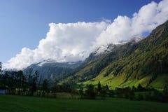 La vista de la montaña hohen tauern imagen de archivo