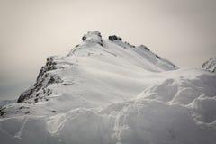La vista de la nieve capsuló los alpes, dolomías en Italia Paisaje imagen de archivo libre de regalías