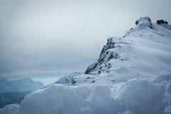La vista de la nieve capsuló los alpes, dolomías en Italia Paisaje Imagenes de archivo