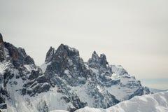 La vista de la nieve capsuló los alpes, dolomías en Italia Pale di San Martín Imagenes de archivo