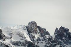 La vista de la nieve capsuló los alpes, dolomías en Italia Pale di San Martín fotos de archivo libres de regalías