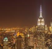 La vista de Nueva York Manhattan durante horas de la puesta del sol Foto de archivo