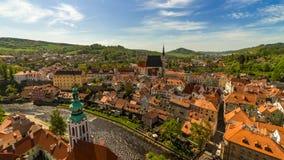 La vista de pájaro de la ciudad de Praga de Praga echó el le debajo del cielo azul Foto de archivo libre de regalías