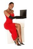 A la vista de señora en la computadora portátil Foto de archivo