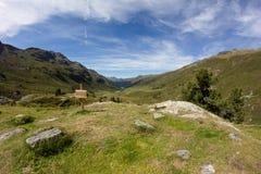 La vista dei elapass del ¼ di Flà nel ¼ di Tavate Graubà nden la Svizzera di estate Immagini Stock Libere da Diritti