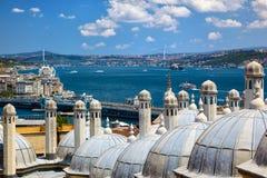 La vista del Bosphorus con il ponte di Bosphorus dal Sul immagini stock libere da diritti