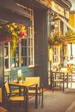 La vista del café de la calle en Inglaterra Imagen de archivo