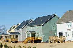 Vista del cortile delle case suburbane Immagini Stock Libere da Diritti