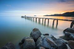 La vista del embarcadero durante puesta del sol Fotos de archivo libres de regalías