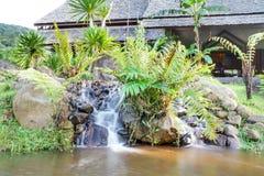 La vista del fiume alla località di soggiorno Namkat Yorlapa, Oudomxay, Laos immagini stock libere da diritti