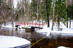 La vista del fiume e del ponte alla pesca imperiale di Langinkoski alloggia Fotografia Stock Libera da Diritti