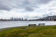 La vista del horizonte de Seattle del gas trabaja el parque imagen de archivo