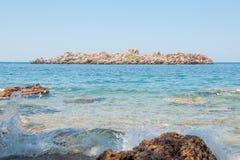 La vista del islote rocoso en el mar adriático Fotografía de archivo libre de regalías
