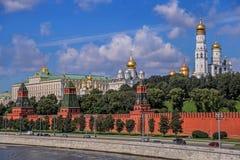 La vista del Kremlin del río de Moscú Imagen de archivo