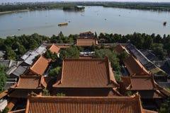 La vista del lago kunming alrededor del palacio de verano Yiheyuan adentro foto de archivo