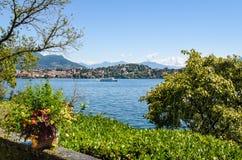 La vista del lago Maggiore de la isla Madre, es una de las islas de Borromean, Italia Fotografía de archivo libre de regalías