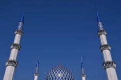 La vista del minareto e della moschea di Sultan Salahuddin Abdul Aziz Shah della cupola è la moschea dello stato di Selangor, Mal Immagine Stock Libera da Diritti