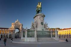 La vista del Praca fa il quadrato di Comercio Comercio nella città di Lisbona, Portogallo fotografie stock libere da diritti