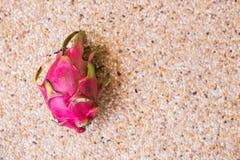 La vista del primo piano del drago maturo fresco fruttifica Pitaya Concetto dell'alimento con lo spazio della copia Fotografia Stock Libera da Diritti