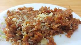 La vista del primo piano del dessert dolce saporito tradizionale ha chiamato Suji Halwa o Halva fotografie stock libere da diritti