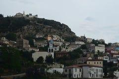 La vista del pueblo en el montaje imagen de archivo libre de regalías