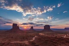 Salida del sol en valle del monumento Foto de archivo