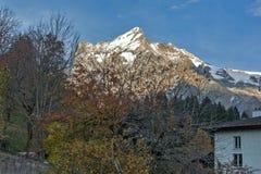 La vista del villaggio delle alpi di Grindelwald si avvicina alla città di Interlaken, Svizzera Immagini Stock Libere da Diritti
