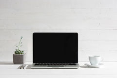 La vista delantera del cuaderno y de la taza de café Inspiración y concepto de la maqueta fotografía de archivo libre de regalías