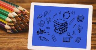 La vista dell'angolo alto di varie icone in compressa digitale da colore disegna a matita alla tavola Fotografia Stock Libera da Diritti