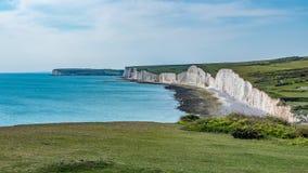 La vista dell'area bianca famosa della spiaggia della scogliera in Inghilterra ha chiamato sette sorelle Immagini Stock
