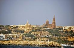 La vista dell'isola di Gozzo presa dal mare immagini stock