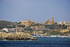 La vista dell'isola di Gozzo presa dal mare fotografie stock libere da diritti
