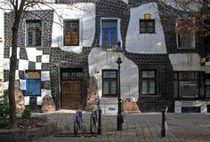 La vista della casa di Hundertwasser a Vienna Immagine Stock