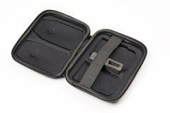 La vista della cassa nera aperta per due batterie per parla monotonamente il fondo bianco Fotografia Stock