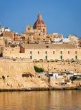 La vista della città di La Valletta da Kalkara sopra il grande porto, m. Immagini Stock Libere da Diritti