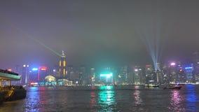 La vista della sinfonia delle luci dal lato di Tsim Sha Tsui Harbour City stock footage