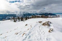 La vista delle alpi di Kamnik-Savinja dalla montagna di gora di Urslja Immagine Stock