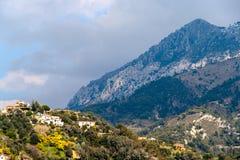 La vista delle alpi ligure si avvicina a Menton - la Francia Fotografia Stock Libera da Diritti