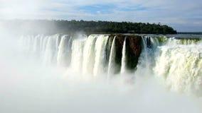 La vista delle cascate di Foz fa il iguacu nel Brasile video d archivio