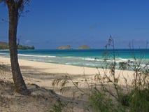 La vista delle isole di Lanikai dai soffietti tira l'Hawai in secco fotografie stock libere da diritti