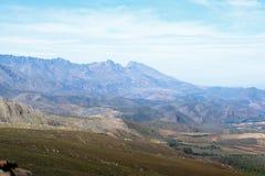 La vista delle montagne sopra le montagne Immagine Stock