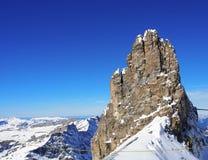 La vista di catena montuosa innevata nelle alpi svizzere monta Titlis, Engelberg, Svizzera Immagine Stock