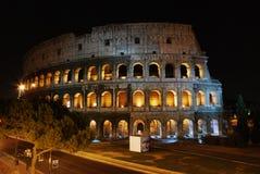 La vista di Colosseum (Colosseo) alla notte immagine stock libera da diritti