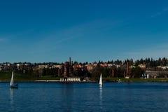 La vista di gas funziona il parco a Seattle dall'unione del lago immagine stock libera da diritti
