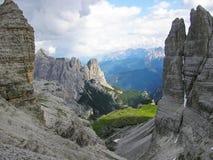 La vista di Georgous dal via Ferrata che inganna Paterkofel Vista su Rocky Peaks delle dolomia di Sesto in Italia e vista se il V Immagine Stock