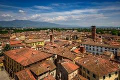 La vista di Lucca e Guinigi si elevano, Lucca, Italia Immagine Stock Libera da Diritti