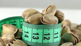 La vista di macro di misura e del pistacchio stock footage